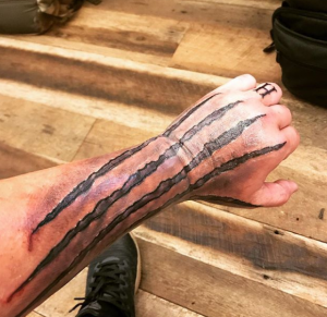 cc1c4126411772 Some of our favourite country artists are inked up! Cassadee Pope has got  some ink on her!
